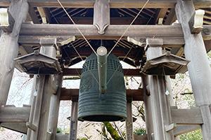 緑に囲まれた神聖な「お寺」という施設環境